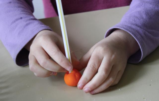deuxieme activité : une expérience avec du sel, de l'eau et de la pâte à modeler